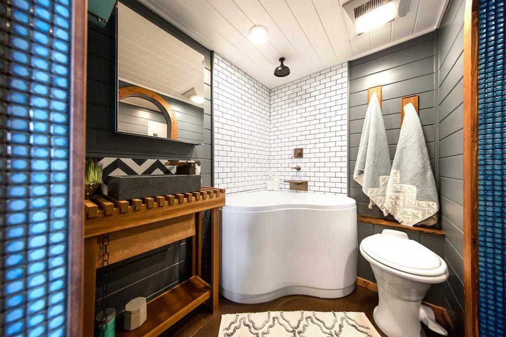 tiny house bathtub